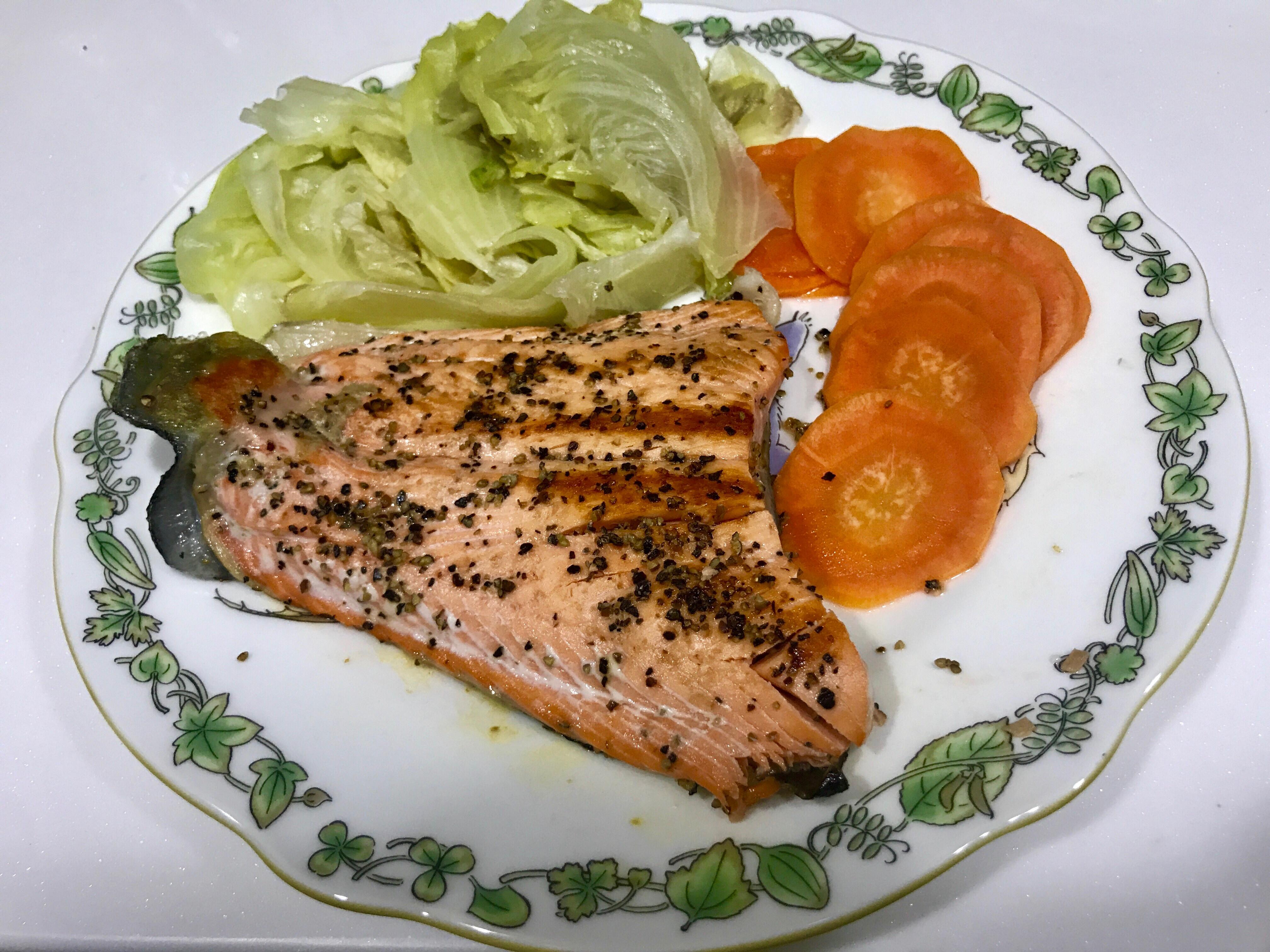 乾煎鮭魚(零技巧。無油無鹽)高蛋白質餐