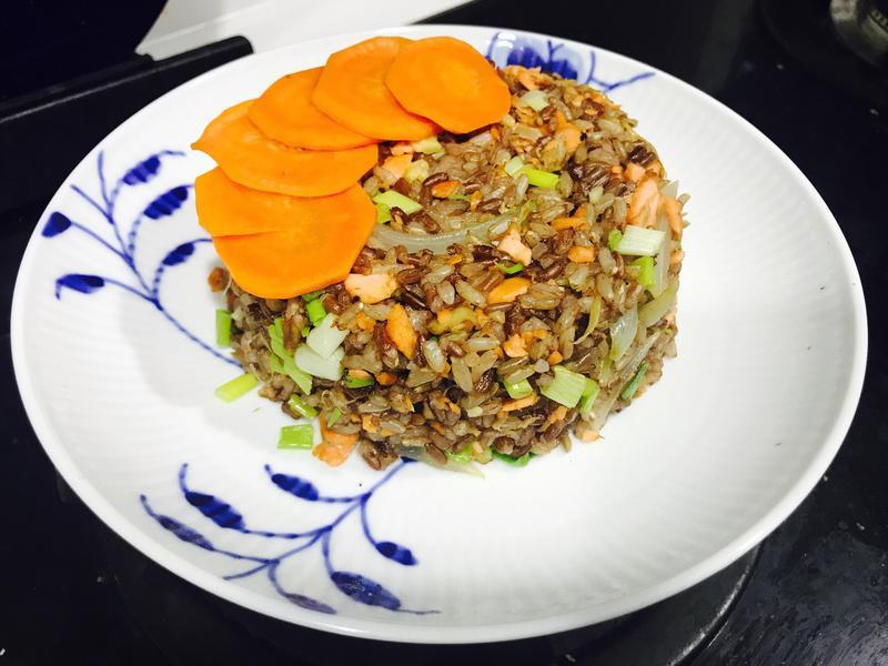 鮭魚炒飯(色香味俱全-無油無鹽零調味)