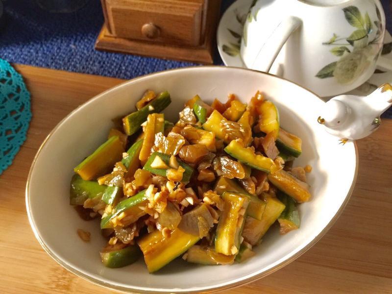 夏日梅子黃瓜涼拌菜