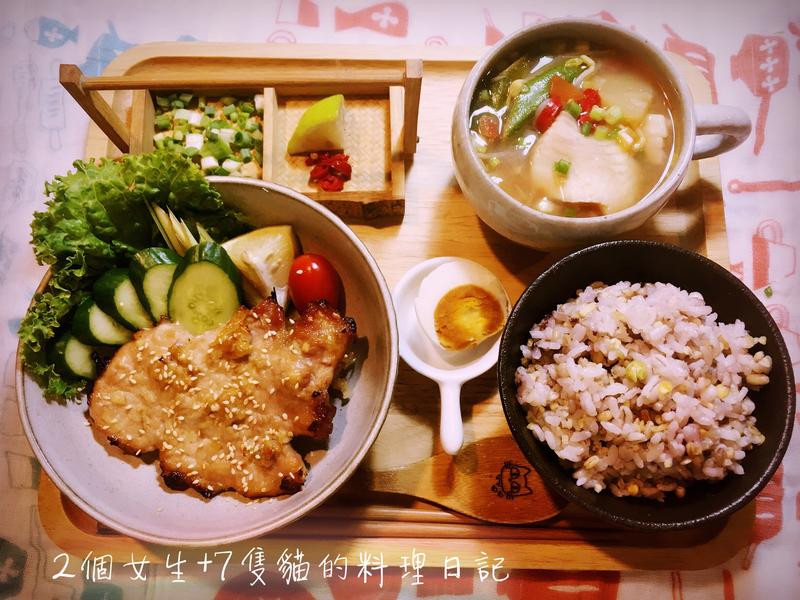 甜甜鹹鹹-越式香茅豬排飯