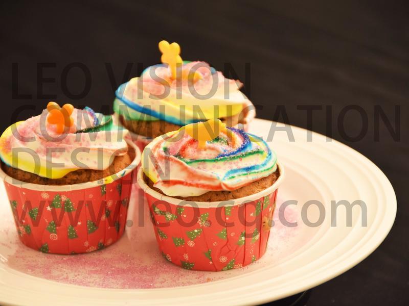 彩虹杯子蛋糕