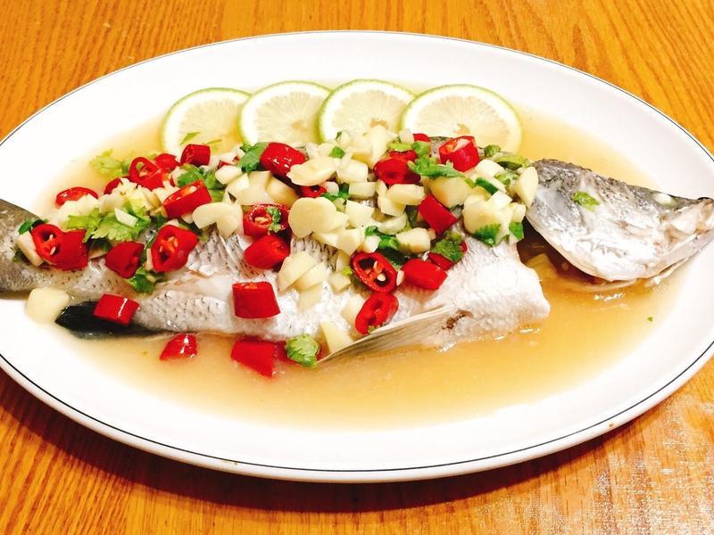 泰式檸檬魚Pla Neung Manao