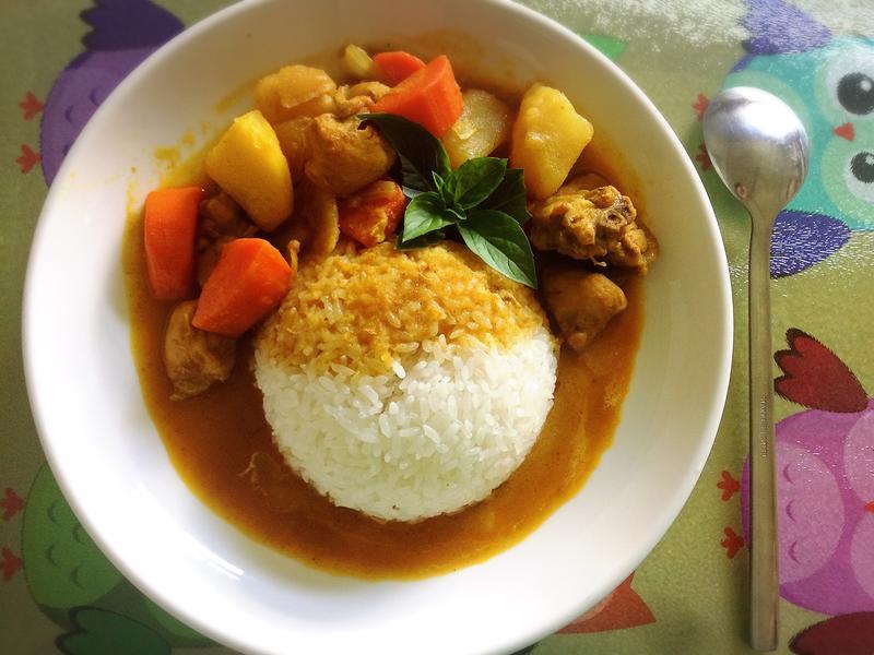 泰式椰香黃咖哩雞