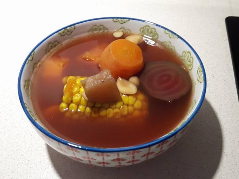 養身湯品-紅菜頭玉米蘋果湯