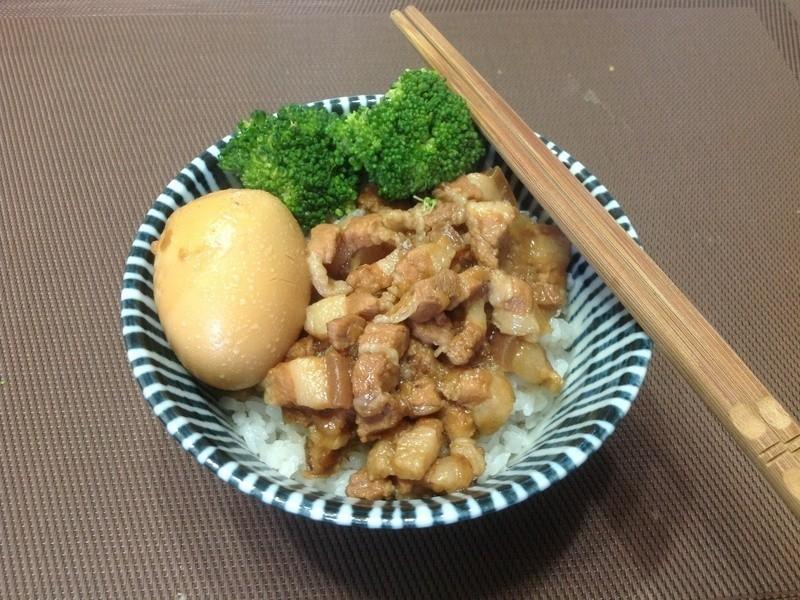 國民美食〜魯肉飯