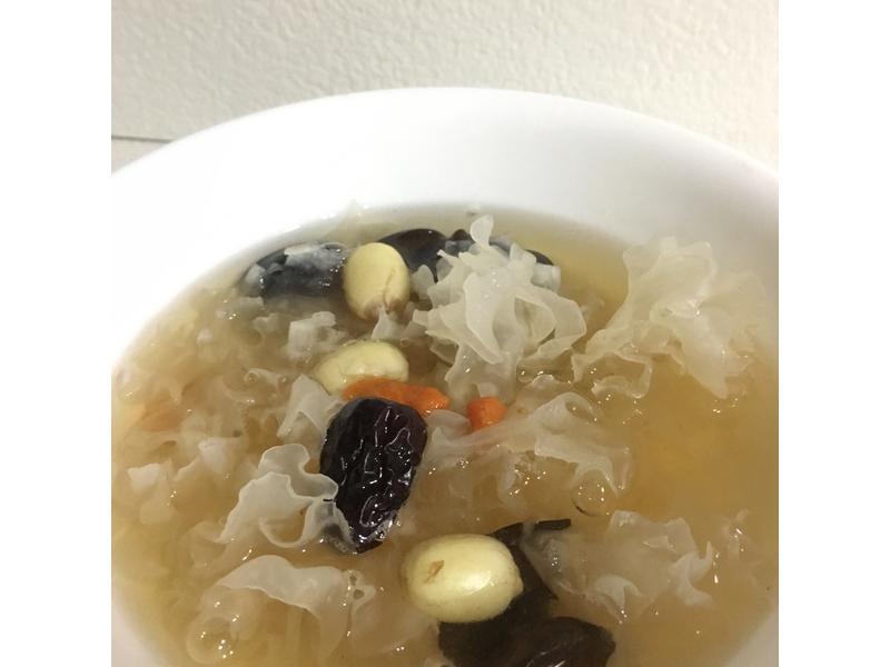 白木耳蓮子甜湯