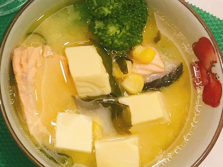 鮭魚味噌雞蛋豆腐湯