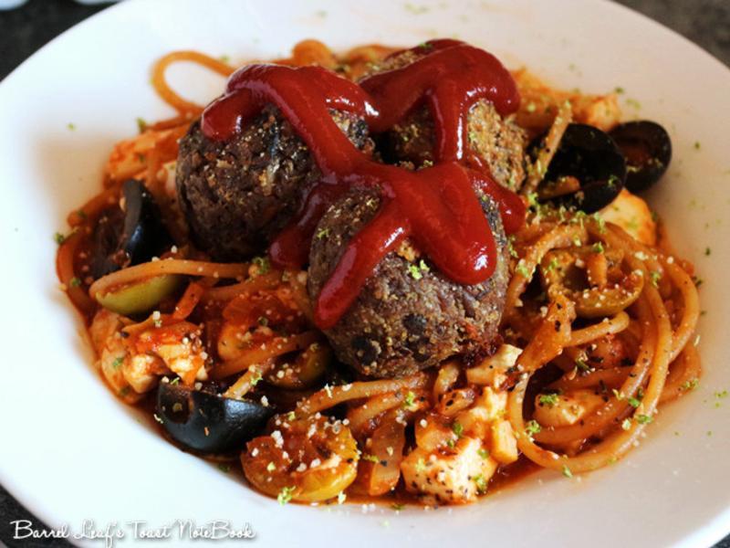 番茄羅勒橄欖豆腐義大利麵+素肉球 五辛素