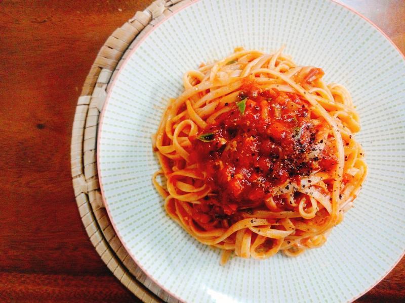 蒜香豆瓣茄汁義大利麵一超簡單