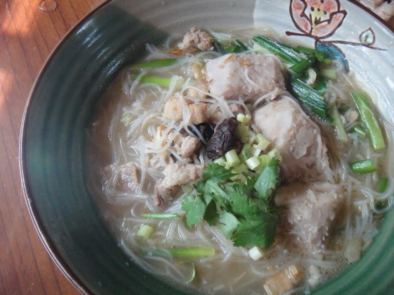 懷舊的台灣小吃米粉芋