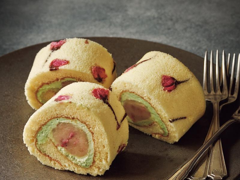 東販小食堂:鹽漬櫻花蛋糕卷