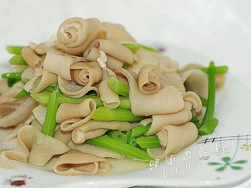 芹菜炒脆腸