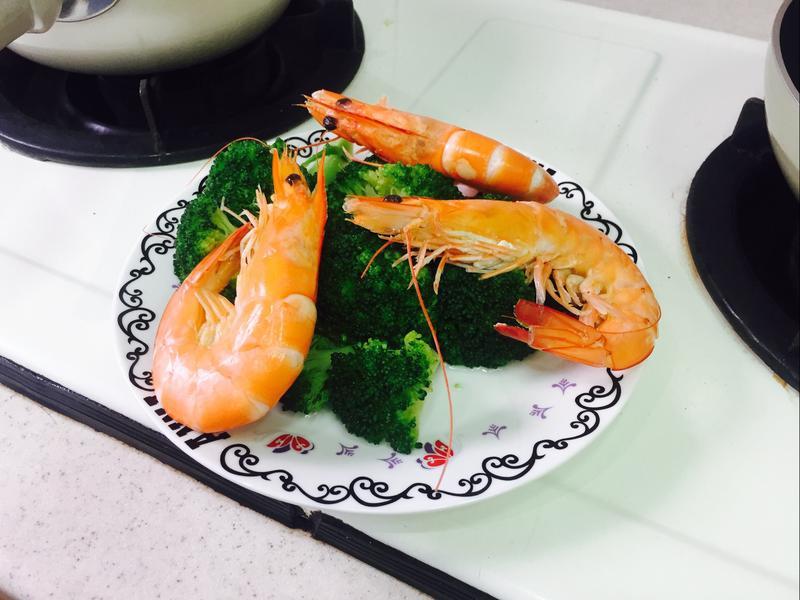 水煮花椰菜佐鮮蝦