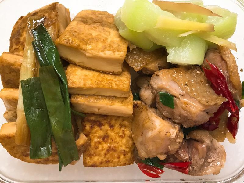 お弁当-170901-紅燒豆腐&鹹酥雞腿