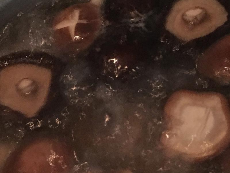 山珍香菇金針🐔雞湯