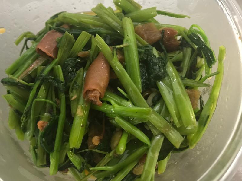 辣味小捲醬炒空心菜