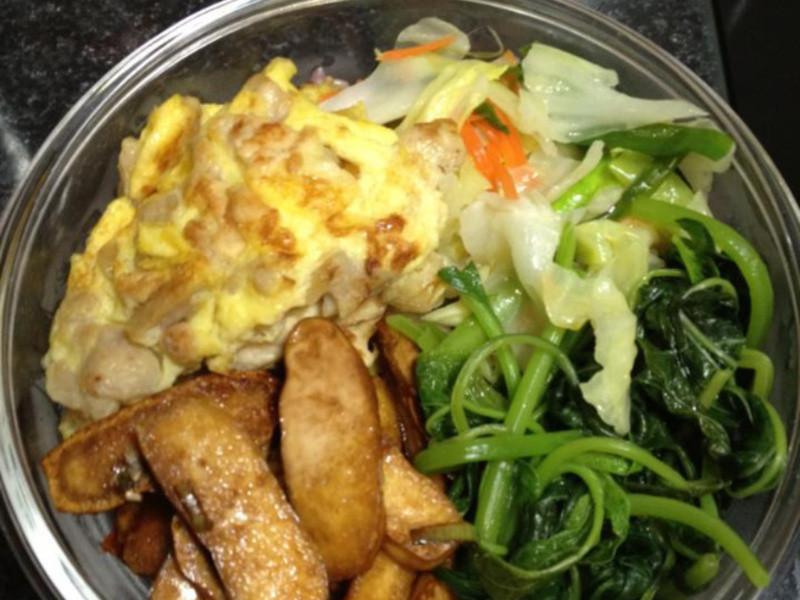 老公的便當菜 高麗菜、莧菜、老公的最愛菜脯蛋、跟醬燒豆干