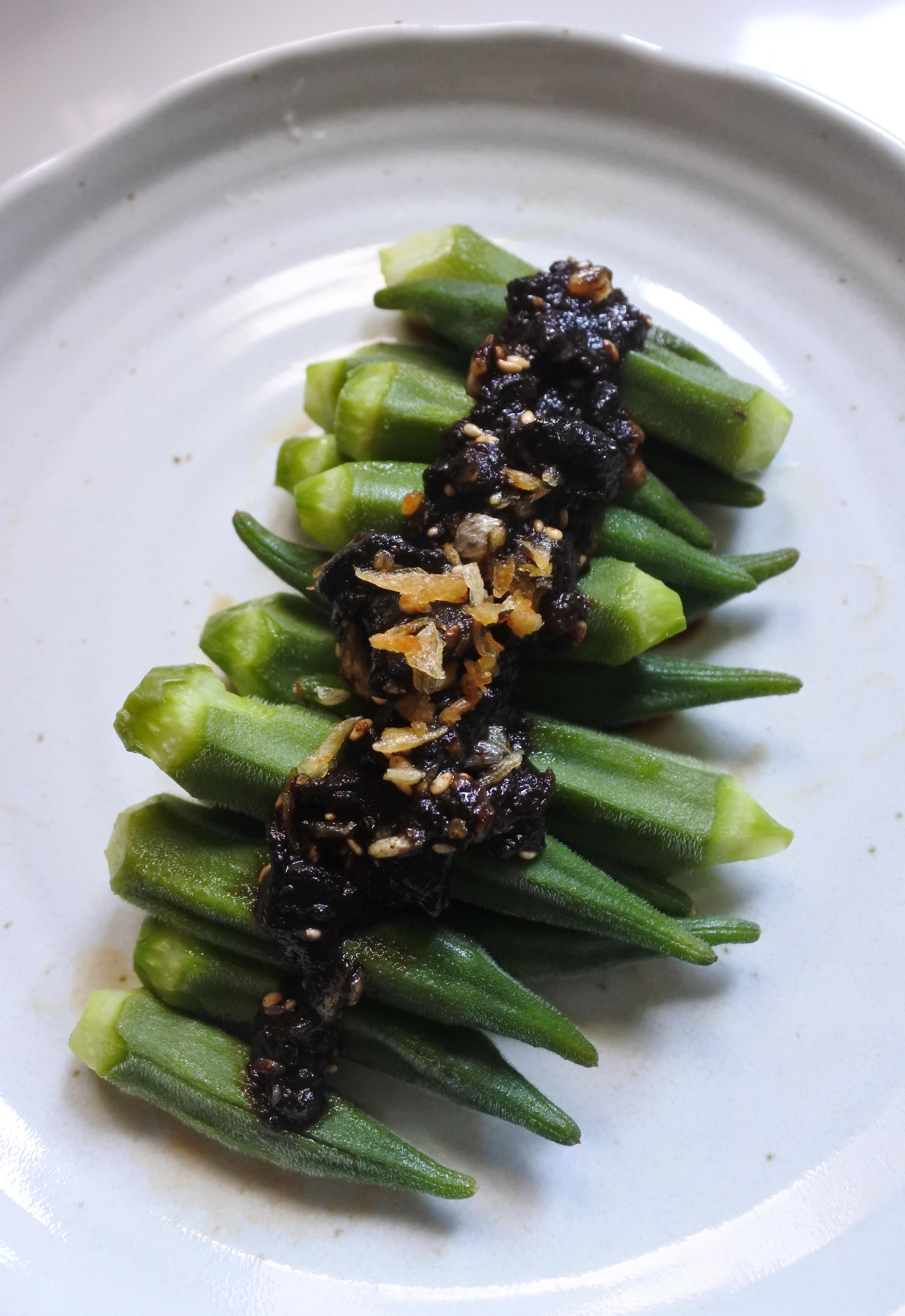 『簡易』 黑蒜醬秋葵