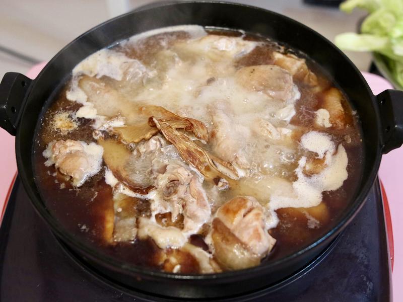 麻油雞也能變高檔火鍋 宅府樸食