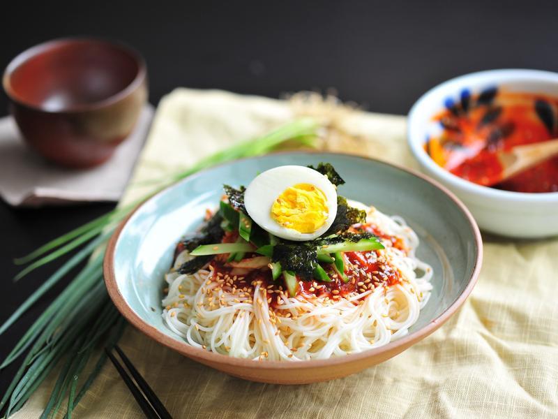 《一人食晚餐》韓式辣拌麵