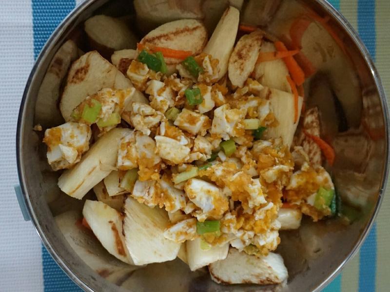 露營簡單料理。金沙茭白筍