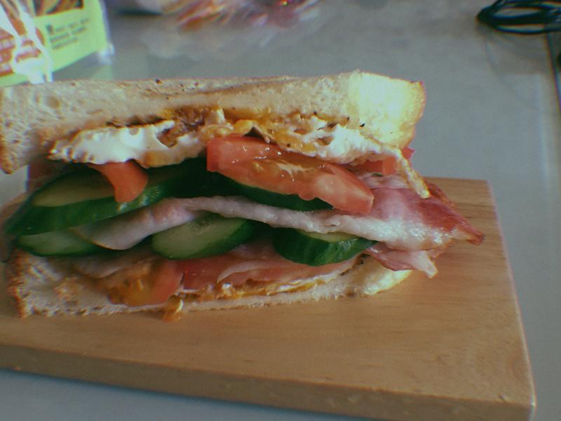 番茄培根蛋三明治