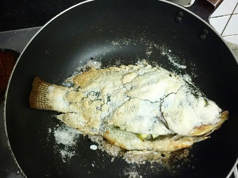 平底鍋鹽焗吳郭魚