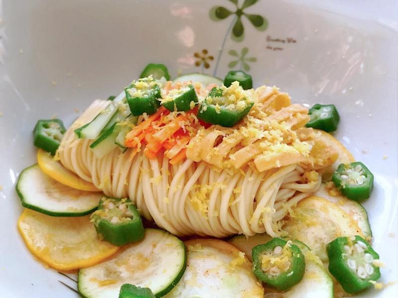 素食:三色秋葵涼麵