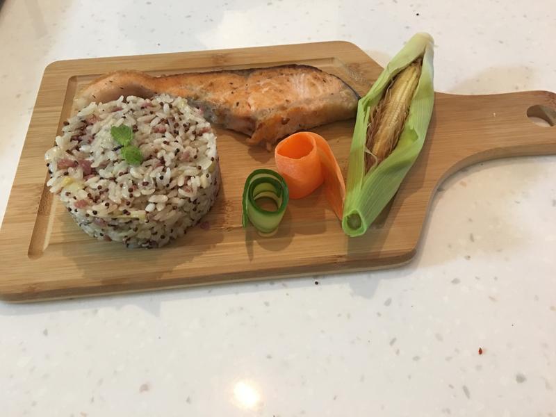 紅藜麥培根烤飯佐炙燒鮭魚