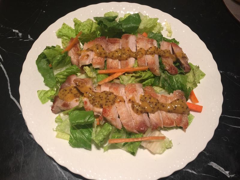 百元美食-豬排沙拉