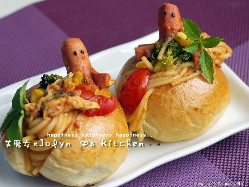 【十分輕鬆料理DIY】章魚小子大戰蕃茄義大利麵餐包