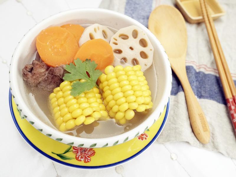 玉米蓮藕排骨湯