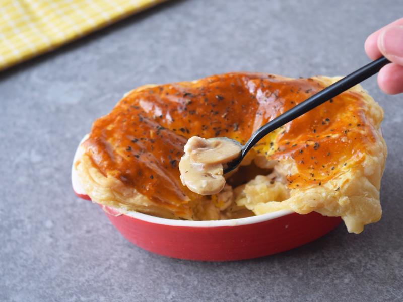 (影片)酥皮奶油蘑菇雞肉派