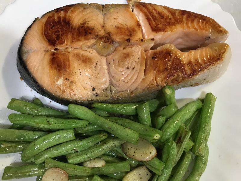 高蛋白「鮭魚住在蒜香四季豆」420卡