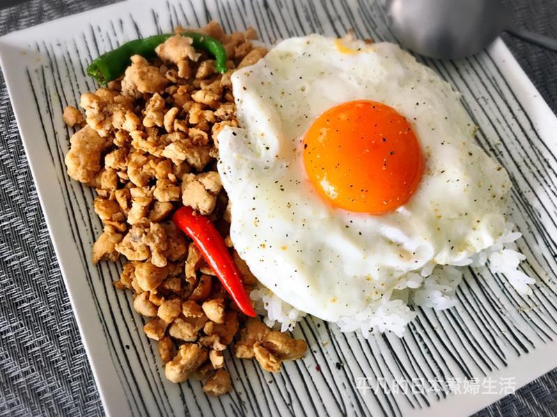 泰式肉碎蛋飯