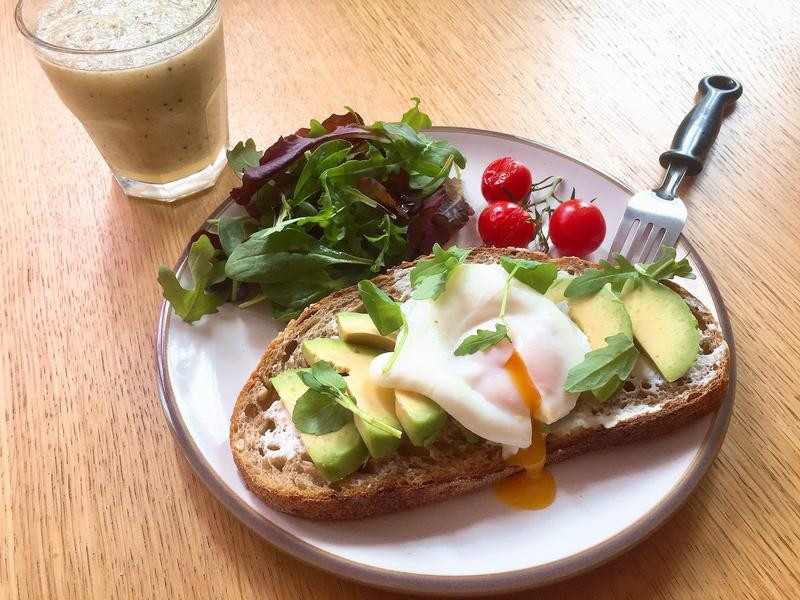 健康酪梨水波蛋早午餐