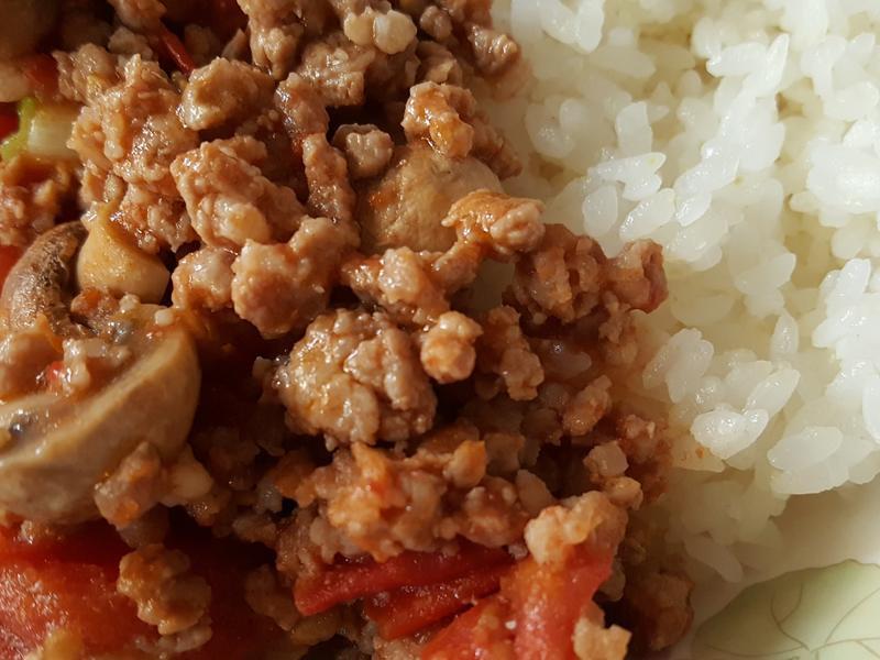 蕃茄洋菇肉末蓋飯