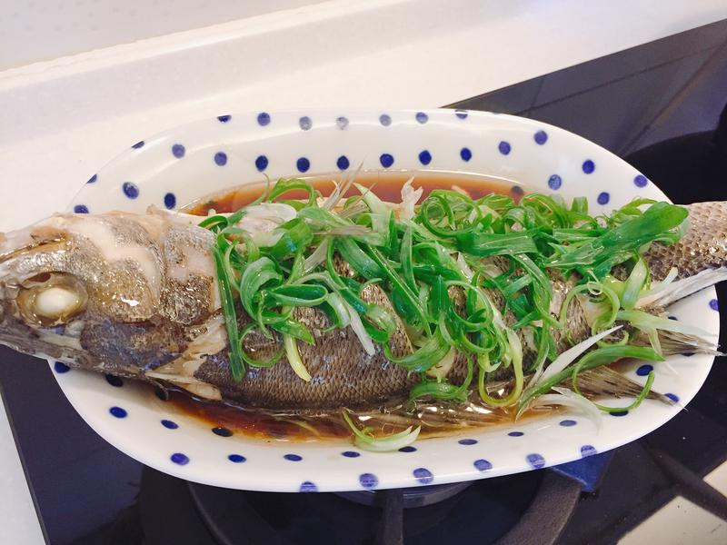 《油淋清蒸鱸魚》