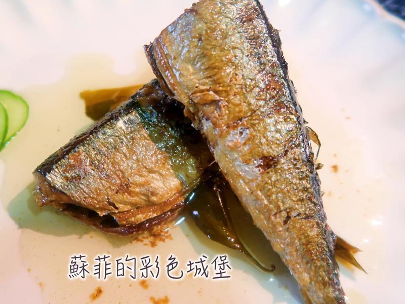 香氣迷人『油封秋刀魚』連魚刺都入口即化喔