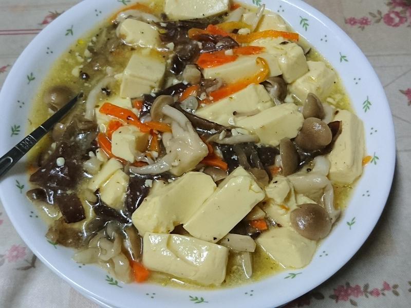 好菇道好食光_菇菇燴豆腐