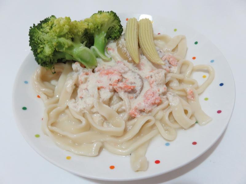 白醬鮭魚麵(無奶蛋白醬)