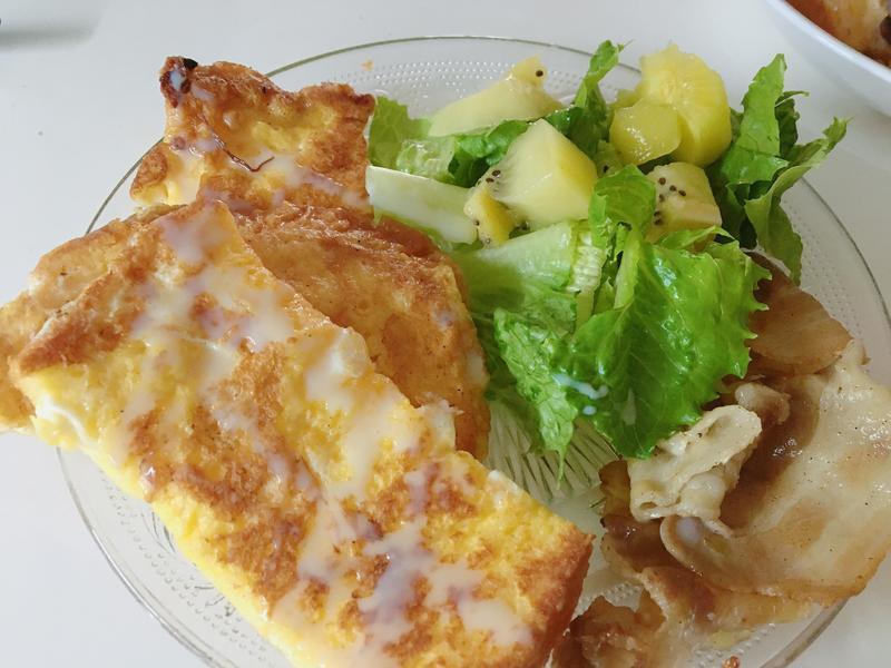 煉乳法式吐司與培根沙拉
