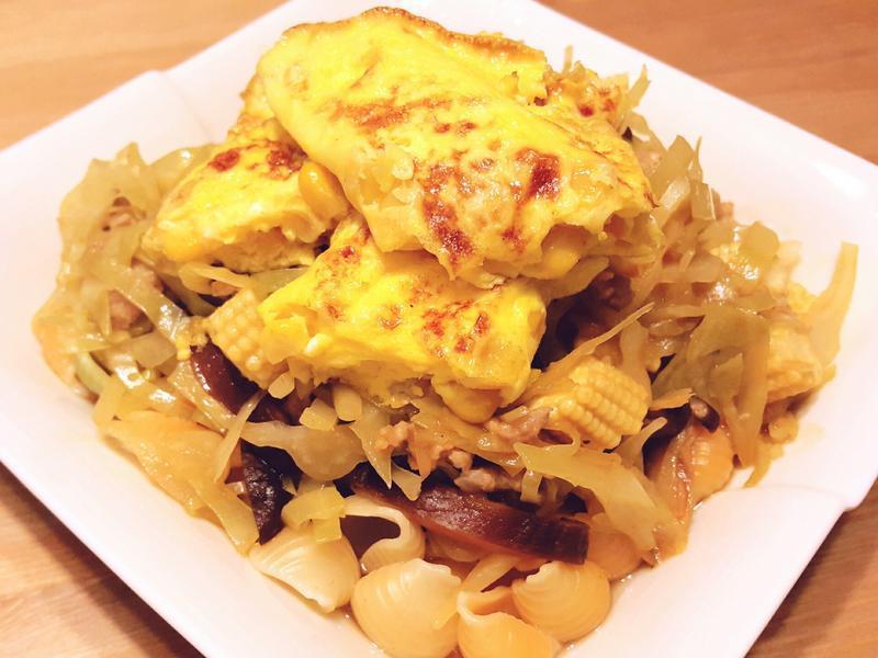 時蔬蕃茄肉醬燴貝殼麵佐黃金玉米蛋捲