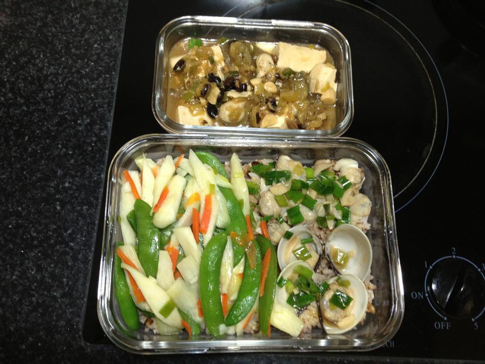 便當菜: 豆鼓豆腐蚵仔、筊白筍蒸炒荷蘭豆、酒蒸蛤蠣(去殼)