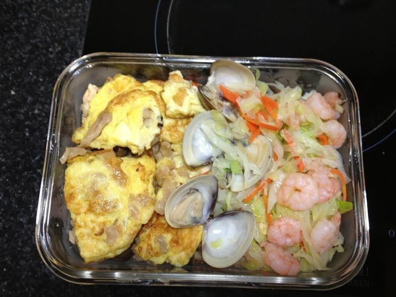養生便當: 鴻喜菇筊白筍炊飯+菜脯蛋+海味清蒸高麗菜