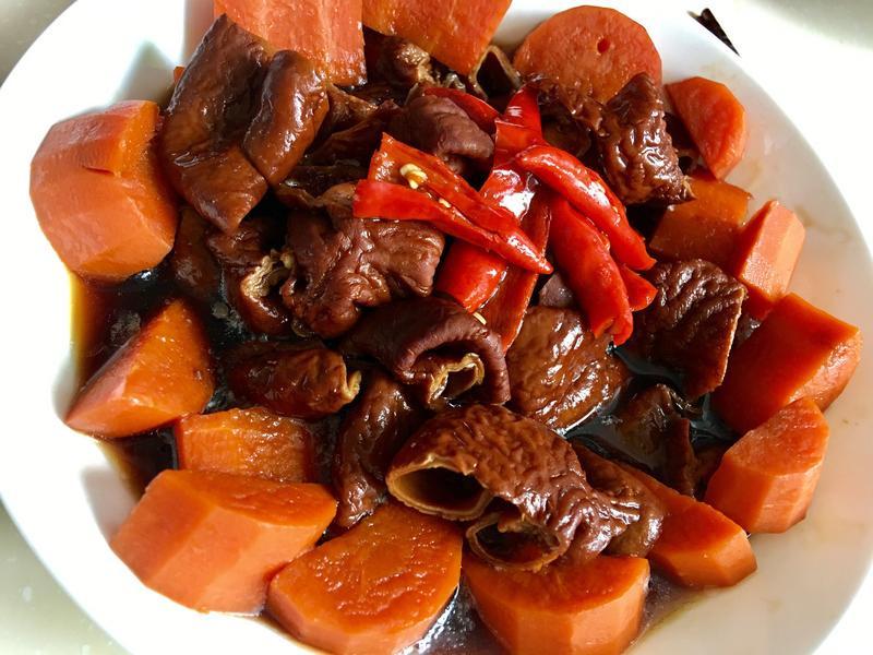 電鍋滷大腸.紅蘿蔔.滷腸子.