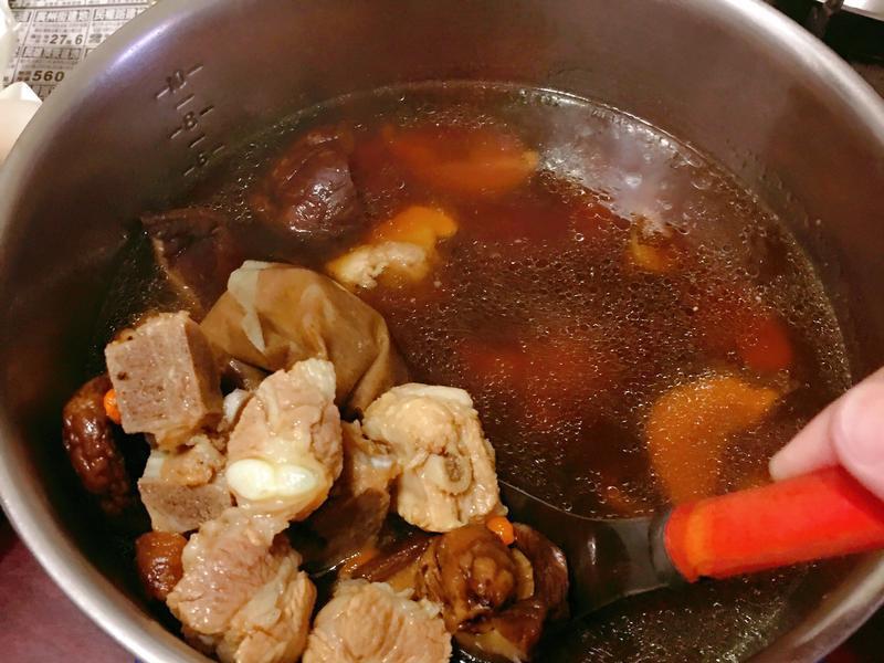 零廚藝。肉骨茶