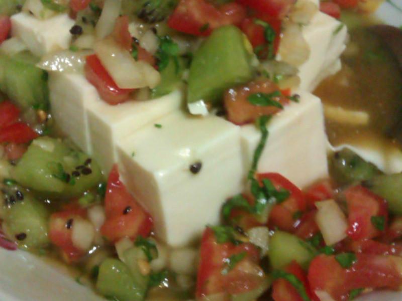夏日開胃奇異果涼拌豆腐