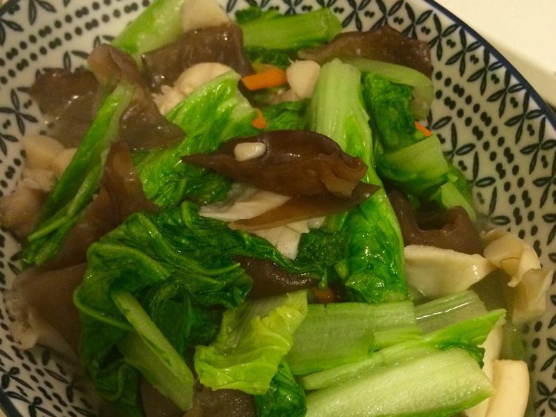 木耳秀珍菇炒白菜