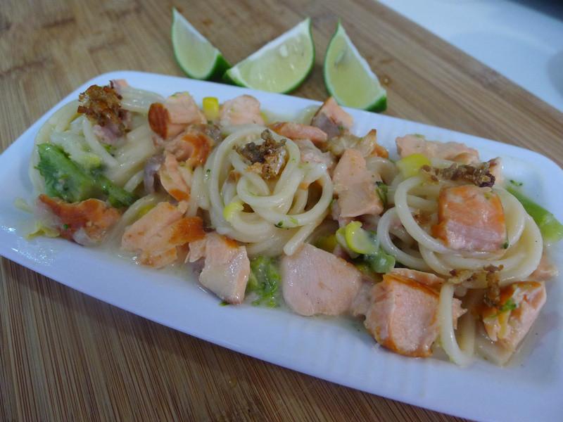 【十分輕鬆料理DIY】檸香鮭魚培根義大利麵